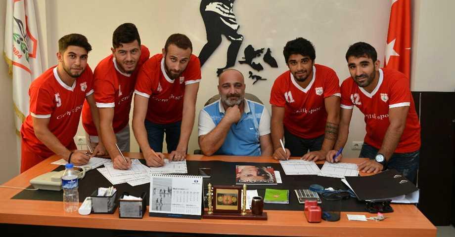 Gemlikspor'da İmzalar Atıldı