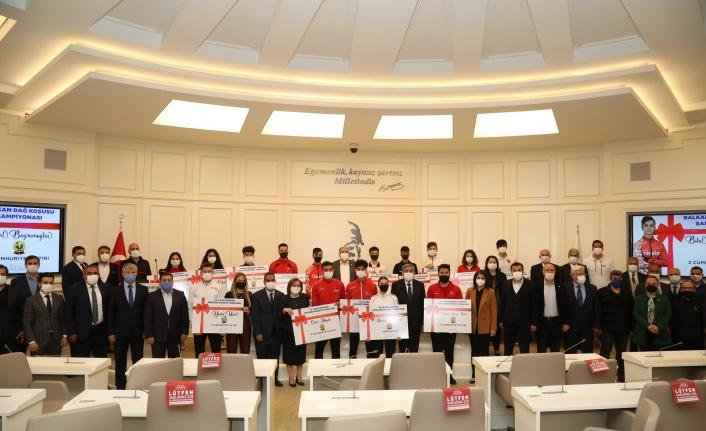 Gaziantep'te başarılı sporcular ödüllendirildi
