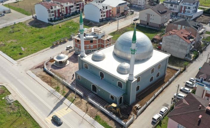 Kocaeli Kartepe'de 17 Ağustos Camii'nde çevre düzenlemesi