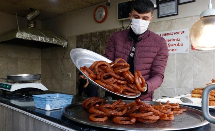 Mardinli esnaftan askıda tatlı kampanyası