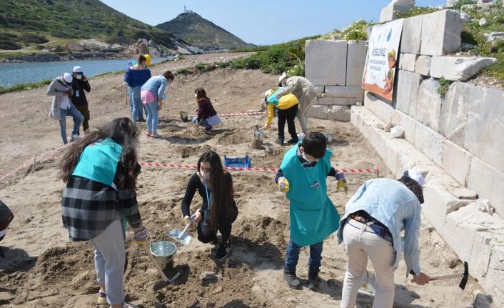 Muğla'da otizmli çocuklar kazı yaptı