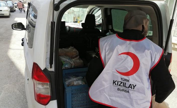 Türk Kızılayı'nın 'Hilal Sofrası' Bursa'da 20 bin yemek dağıttı