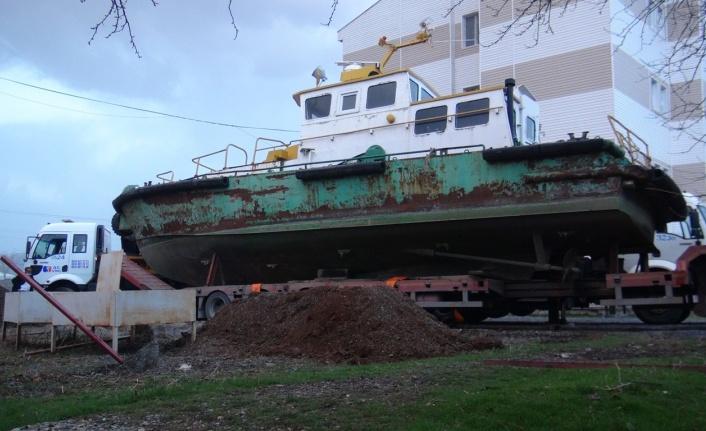 Van Gölü'ndeki atıl tekne eğitime hibe edildi