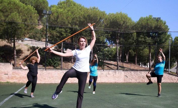 İzmir Karabağlar'da yaz spor okulları dolu dolu geçiyor