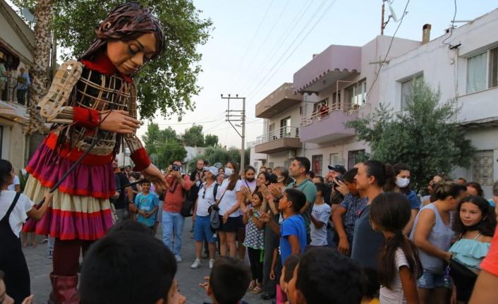 İzmir'de Selçuklu çocuklar Küçük Amal'a eşlik etti