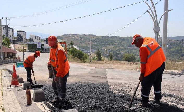 İzmit Belediyesi bozulan yolları onarıyor