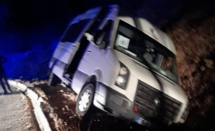 Adıyaman'da öğrenci minibüsü kaza yaptı: 5 yaralı