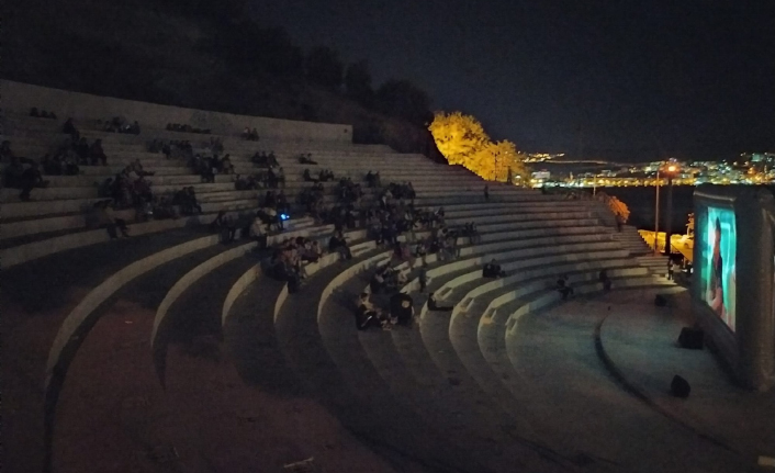Amfitiyatroda sinema keyfi