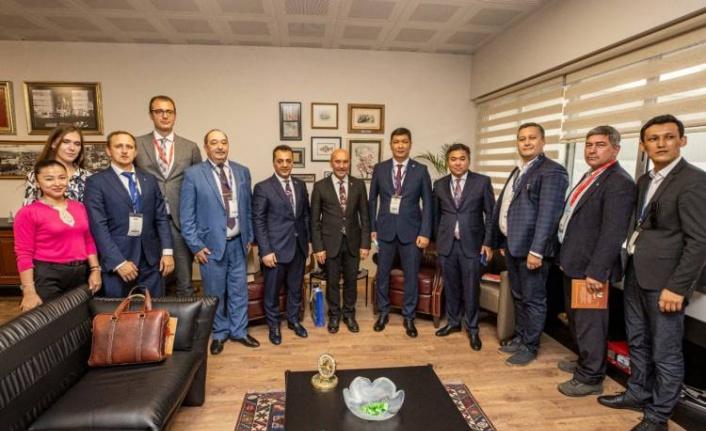 Başkan Soyer Kültür Zirvesi konuklarıyla