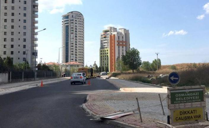 Bursa Osmangazi'de sıcak asfalt serimi