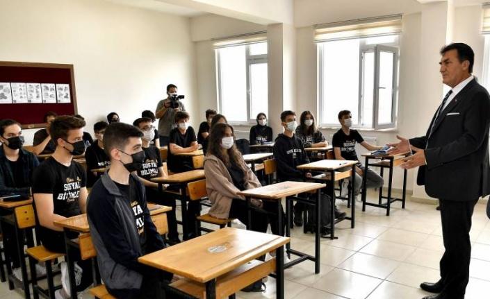 İlk ders Mustafa Dündar'dan