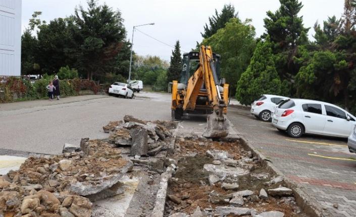 İzmit Alikahya Doğay Sokak'ta beton dökme işlemi