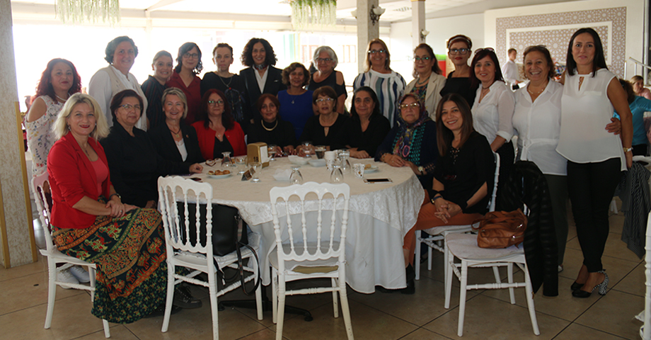 CHP'li Kadınlardan Yardım Çayı