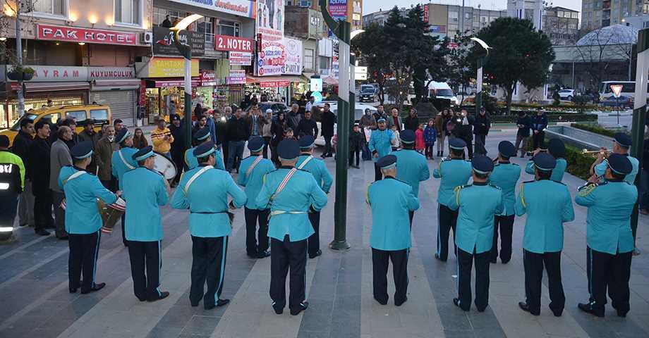 Belediye Bandosu Marşlarla Coşturdu