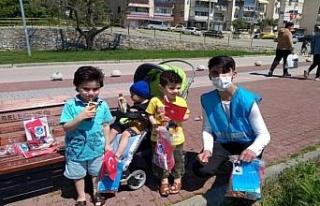 Bursa'da Gemlik Ülkü Ocakları'ndan çocuklara...