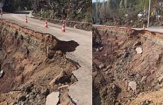 Bursa Gemlik'te heyelan köy yolunu kapattı!