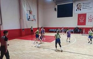 Rizeli kadınlar baskette 3'te 3 yaptı