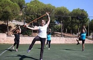 İzmir Karabağlar'da yaz spor okulları dolu dolu...