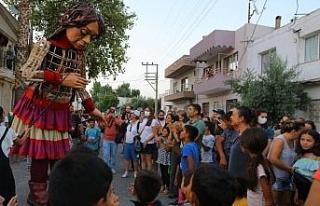 İzmir'de Selçuklu çocuklar Küçük Amal'a...