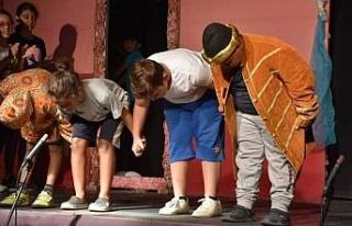 Edremit'te köyde çocuk tiyatrosu kuruldu