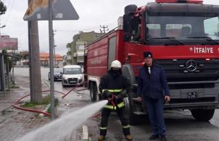 Gemlik sokakları yıkanıyor