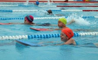 İzmit'te minik yüzücülere yetenek taraması
