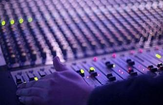 İzmir'in yerel radyosu yayınlarına yeniden başladı