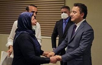 Babacan'dan adalet mücadelesi veren Şenyaşar ailesiyle buluştu