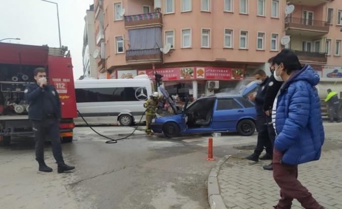 Gemlik'te seyir halindeki araç yandı