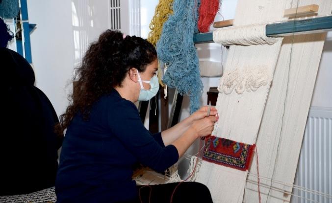 Halı dokuma kursu Malatyalı kadınlara meslek kazandırıyor