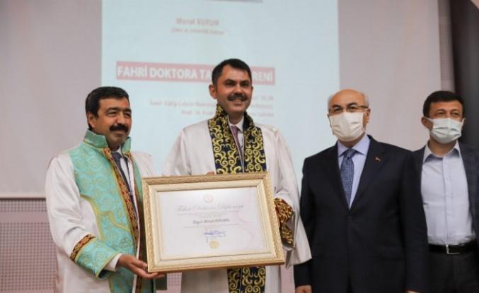 İzmir'de Bakan Kurum'a 'Fahri Doktor' Unvanı