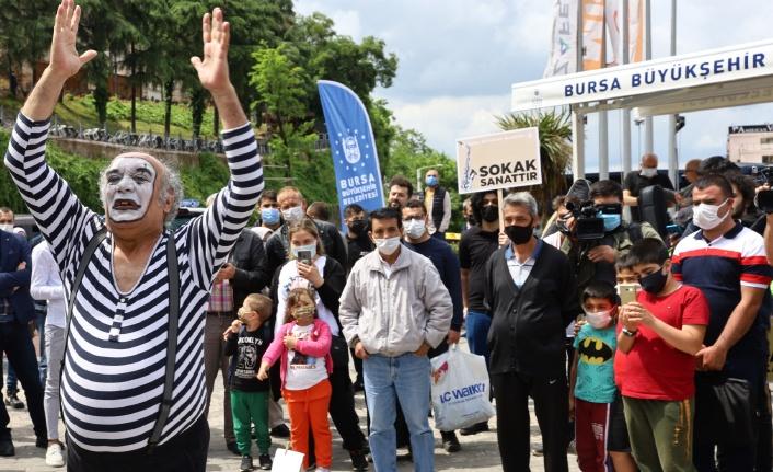 Bursa'da sanat coşkusu sokağa taştı